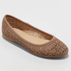 {Universal Thread} Everly Taupe Laser Cut Flats